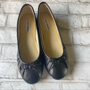 Steve Madden Bees Black Leather Flats Size 8 1/2M